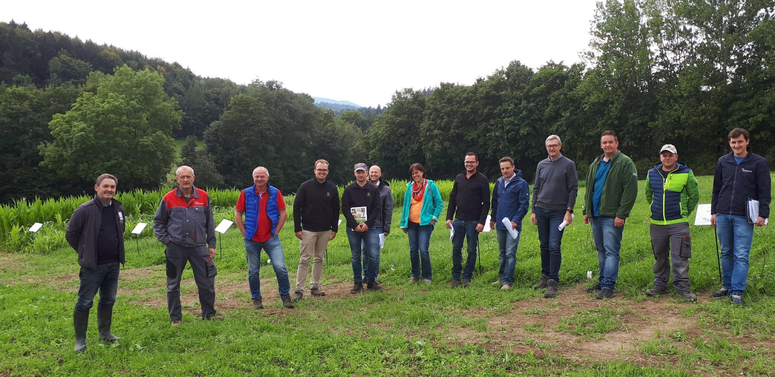 Die heimischen Saatgutfirmen und Vertreter der NÖ und OÖ Landwirtschaftskammer haben den Versuch interessiert besichtigt.